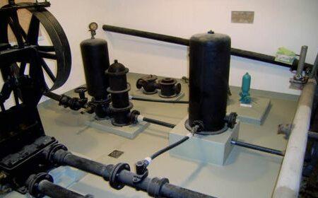 Wasserversorgung mit einem historische Pumpwerk